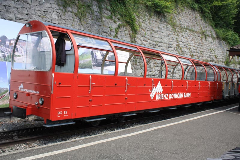 The Brienz Rothorn Bahn carriages have open windows for panoramic viewing.