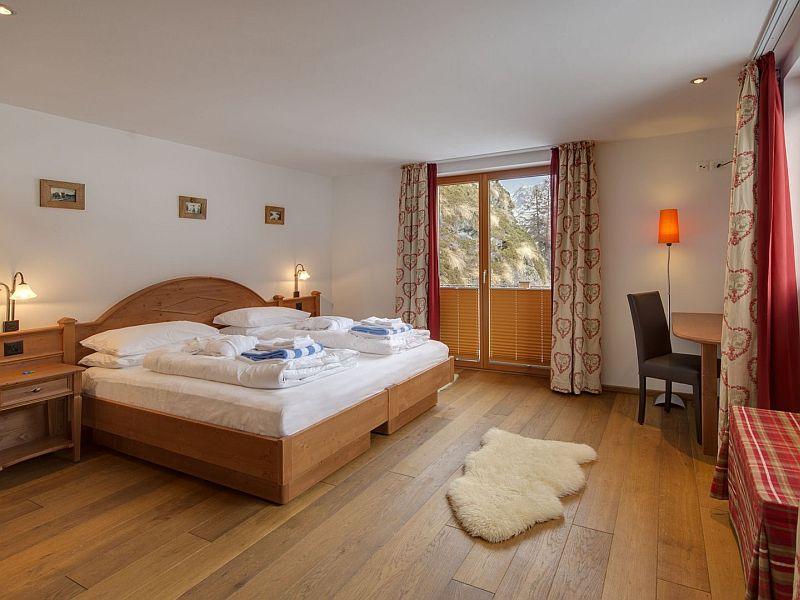 Peak Perfection Zermatt bedroom